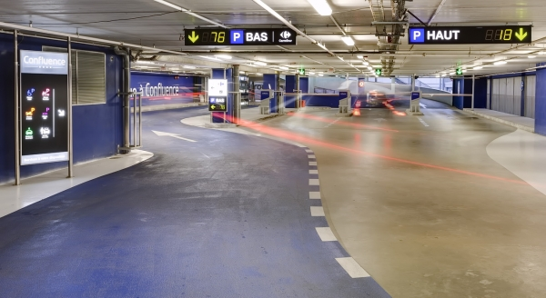 FOOTFALL MASTER FOR SHOPPING MALL CAR PARKS / JANUS DE L'ESPACE DE VIE